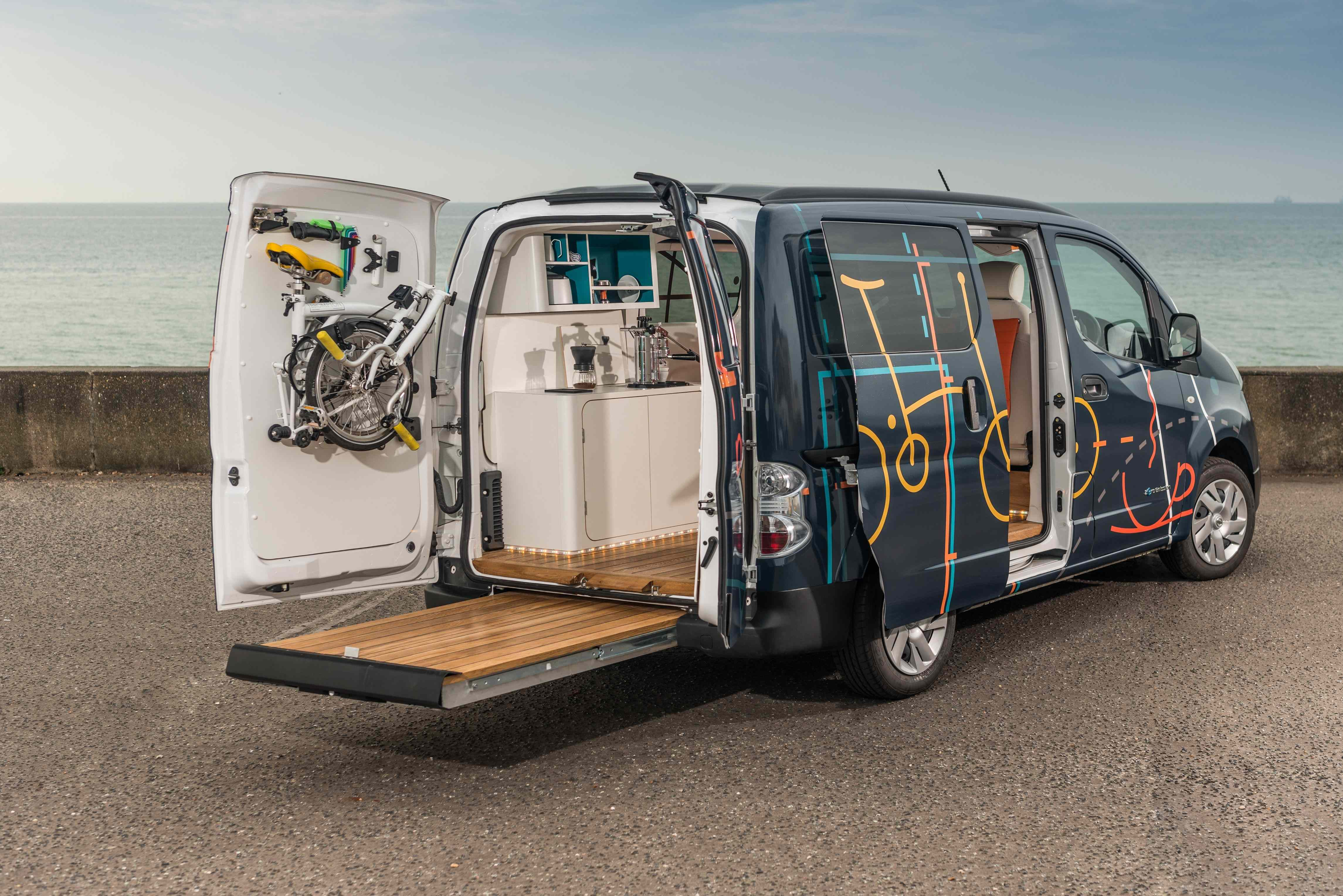 Nissan tackles commuting woes with hot-desk e-NV200 van